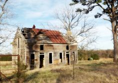 1000 images about abandoned houses on pinterest abandoned houses old farm houses and abandoned - The beauty of an abandoned house the art behind the crisis ...