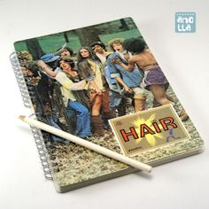 Libreta hecha a mano reciclando un viejo fotocromo de la película «Hair».