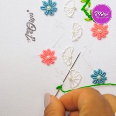 Hand Embroidery Patterns Flowers, Basic Embroidery Stitches, Hand Embroidery Videos, Hand Embroidery Tutorial, Embroidery Flowers Pattern, Flower Embroidery Designs, Creative Embroidery, Simple Embroidery, Learn Embroidery