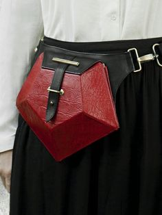 'PENTAGON' BELT BAG / Red HANDS OF OIZO is a French designer brand for innovative Leather Accessories. Inspired and exclusive designs for stylish women, natural leather and responsibly crafted. High-end Designer style made affordable! Leather Bum Bags, Leather Purses, Cow Leather, My Bags, Purses And Bags, Coin Purses, French Designer Brands, Famous Designer, Sacs Design