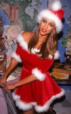 Tyra Banks in skimpy Santa costume Get premium, high resolution news photos at Getty Images Stephanie Seymour, Linda Evangelista, Christy Turlington, Claudia Schiffer, Cindy Crawford, Sexy Christmas Outfit, Baddie, Kate Moss, Santa Outfit