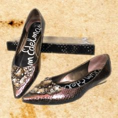 Sam Edelman Icelynn Gunmetal Boa Flats Size 7.5 - comes with box and two (2) extra rhinestones in case the feature stone is lost. Sam Edelman Shoes Flats & Loafers