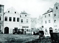 Západní část náměstí s Pražskou bránou v roce 1866