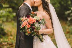 Buquê de noiva por Odeon Decorações. Wedding Dresses, Fashion, Bouquet Wedding, Engagement, Bride Dresses, Moda, Bridal Gowns, Fashion Styles