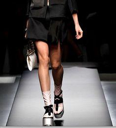Plataforma plana de Prada con calcetines