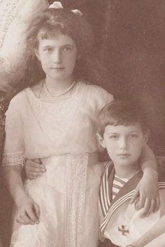 Tsarevich Alexei Nikolaevich Romanov & Grand Duchess Anastasia Nikolaevna Romanova 1913.