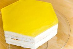 Lemon mirror glaze, here for a lemon cake (a chiffon cake is soaked in limoncello syrup and filled with lemon mousse). Lemon Desserts, Lemon Recipes, Just Desserts, Baking Recipes, Cake Recipes, Dessert Recipes, Mirror Glaze Recipe, Mirror Glaze Cake, Mirror Cakes