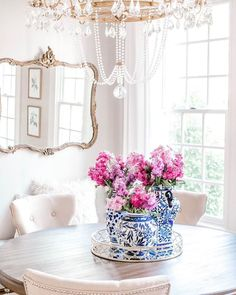 Dining Room Table Centerpieces, Round Dining Table, Dining Room Chandeliers, Wedding Centerpieces, Tables, Dining Room Inspiration, Home Decor Inspiration, Decor Ideas, Decorating Ideas