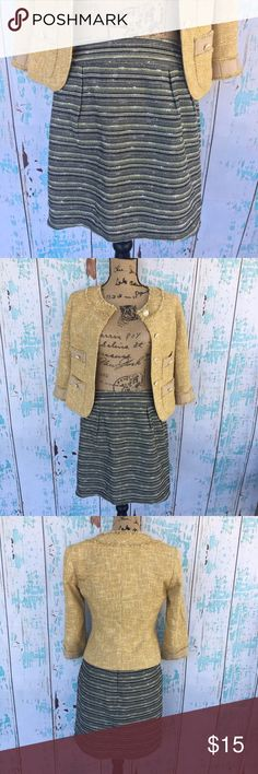 """Mossimo tweed striped skirt size 4 Mossimo tweed striped skirt size 4. Talbots tweed jacket also available in closet (size 0P).   🍥Bundle deals available (I carry various sizes and brands in my closet): 2 items 10% off, 3 items 15% off, 4 items or more 20% off.  🍥No trades, modeling, or lowball offers please. 🍥All reasonable offers accepted only through """"offer"""" button. Please submit offer willing to pay as I prefer to not counteroffer. 🍥I appreciate you all. Happy Poshing! Mossimo Supply…"""