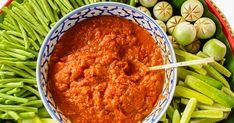 Ha a zöldségeket sütőben sütöd meg, a padlizsános lecsókrém sokkal zamatosabb lesz. Hungarian Recipes, Chana Masala, Curry, Ethnic Recipes, Foods, Food Food, Curries, Food Items