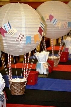 Hot air balloon table for my youngest's school concert. The theme for the evening was hot air balloons - New Deko Sites Hot Air Balloon Centerpieces, Diy Hot Air Balloons, Diy Centerpieces, Balloon Decorations, Baby Shower Decorations, Boy Baby Shower Themes, Baby Shower Balloons, Birthday Balloons, Baby Boy Shower
