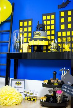 Welcome in Gotham City! Our Party Ideas in yellow & black. #Candybar #sweettable #party #batman #superhero #superhelden #comic #gotham #mottoparty @helavik