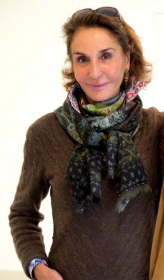 Nati Abascal without make up Mature Women Fashion, Womens Fashion, Advanced Style, Golden Girls, Aging Gracefully, Classy Women, Silver Hair, Arches, Shawls