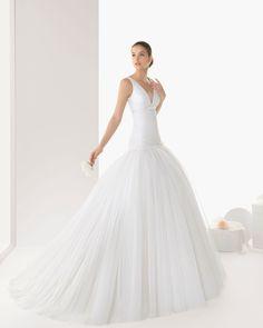 ¡Nuevo vestido publicado!  Rosa Clará mod. Banyoles ¡por sólo 1200€! ¡Ahorra un 63%!   http://www.weddalia.com/es/tienda-vender-vestido-novia/rosa-clara-mod-banyoles/ #VestidosDeNovia vía www.weddalia.com/es