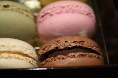 Let's try to make these macarons! Sweet Desserts, Sweet Recipes, Macron Recipe, Cupcake Cookies, Cupcakes, Chocolate Cookies, High Tea, Food Inspiration, Baked Goods