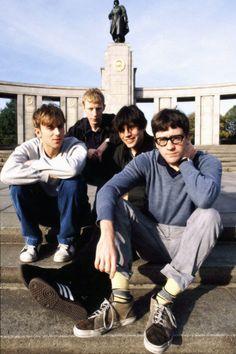 blur - Russian war memorial in Berlin Foo Fighters, Radiohead, Bon Jovi, Blur Band, Charlie Brown Jr, Going Blind, You Really Got Me, Damon Albarn, Def Not