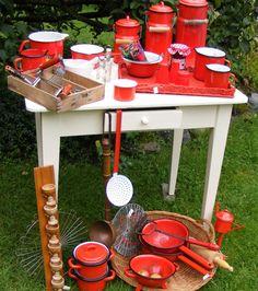 Red enamel and ktchenware - rood emaille en keukengerei ***  www.detijdvantoen.net * Brocante & Styling ***