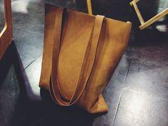 Einkaufstaschen - Lederbeutel von ElektroPulli aus braunem Leder - ein Designerstück von ElektroPulli bei DaWanda