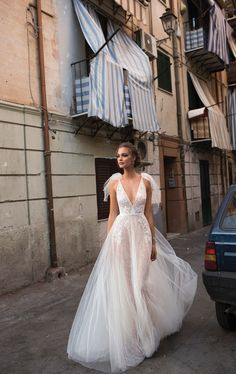 Long Wedding Guest Dresses White Slip Dress Mother Of The Bride Dresses With Jackets Knee Length White One Sleeve Dress Outdoor Wedding Dress, Lace Wedding Dress, Wedding Dress Trends, Dream Wedding Dresses, Designer Wedding Dresses, Bridal Dresses, Wedding Gowns, Wedding Cakes, Wedding Ideas