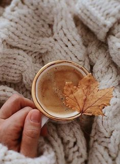Time Photography, Coffee Photography, Autumn Photography, Breakfast Photography, Cozy Aesthetic, Autumn Aesthetic, Aesthetic Coffee, Aesthetic Outfit, Aesthetic Collage