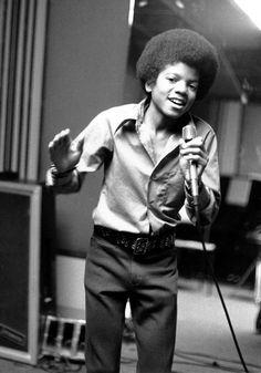 Michael Jackson a los 13 años, el más joven del grupo, Los Jackson Five    (AP Photo, file) AP