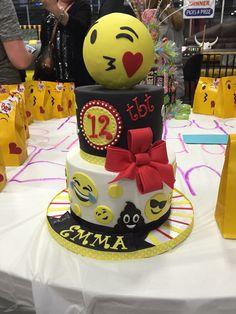 Emoji Cake #highfivecakes is awesome