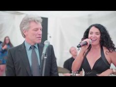 The wedding singer is back at it. Rock icon Jon Bon Jovi was a guest at a wedding when all of a sudden the band starts playing, 'Livin' on a Prayer. Bon Jovi Live, Jon Bon Jovi, Wedding Blog, Wedding Sites, The Wedding Singer, Private Wedding, Surprise Wedding, Music Stuff, Singing