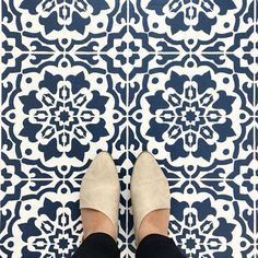 Navy and White Faux Tile Floor ideas using DIY Amalfi Tile Stencil from Cutting Edge Stencils Navy Blue Bathrooms, Beige Bathroom, Bathroom Floor Tiles, Painting Tile Floors, Stencil Painting On Walls, Painted Floors, Amalfi, Stenciled Floor, Floor Stencil