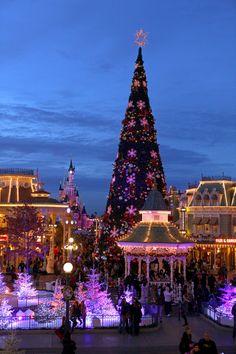 disney christmas in paris disneyland paris christmas disneyland resort disney christmas christmas tumblr - When Does Disneyland Take Down Christmas Decorations