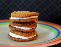 Homemade Oatmeal Cream Pies - these oatmeal cookies with a marshmallow filling are a copycat of the Little Debbie's snack cakes