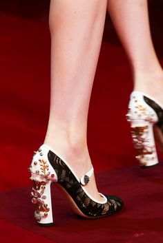 Dolce and Gabbana spring 2015 rtw detailsAh, [[The Pretty Things