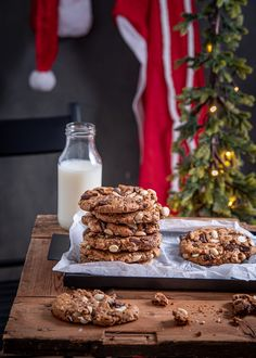 Milk Chocolate Chip Cookies, Finnish Recipes, Snack Recipes, Snacks, Thumbprint Cookies, How To Make Chocolate, Something Sweet, Baked Goods, Cake Decorating