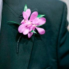 Detalles en traje para novio en color #RadiantOrchid #Groom #Wedding #YUCATANLOVE