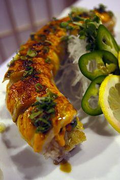 Yummmmyyyyyyt can't wait to celebrate with sushi tonight! Japan Sushi, Sushi Co, My Sushi, Sashimi, Sushi Recipes, Cooking Recipes, Onigirazu, Sushi Rolls, I Love Food