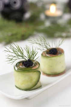 Salmon roll with cucumber and Cavi-Art - Dishcover Quick Snacks, Yummy Snacks, Tapas Dishes, Brunch, Healthy Recepies, Best Party Food, Appetisers, Antipasto, High Tea