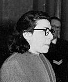 Ans van Dijk 24 december 1906 - † 14 januari 1948   Verraadster van minstens 700 Joden, zelf Joods. Als enige vrouw na berechting gefusilleerd ion 1948. Volgens rechtsgeleerde prof Belinfante onterecht, omdat zij door de Duitsers werd bedreigd.