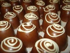 Receita de Trufa de chocolate com recheio de doce de coco - Tudo Gostoso