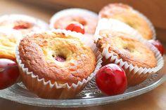 Feine kohlenhydratarme Muffins mit Stachelbeeren. Die leichte Säure der Stachelbeeren passt wunderbar zu der angenehmen Süße des Teiges.