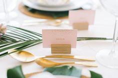 Glamour, Gold und Blätter. Wunderschöne Tischdeko.