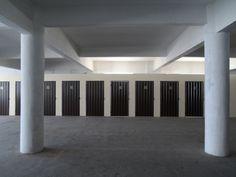 A estrutura do ArmazenAqui é bem moderna e totalmente coberta, o que proporciona mais segurança aos bens dos clientes. No ArmazenAqui você encontra espaços para aluguel de Box em SP de todos os tamanhos.