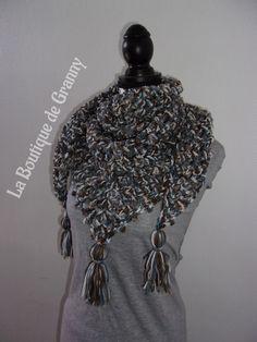 Chèche triangulaire   Keffieh   écharpe triangulaire couleurs d automne au  crochet   Echarpe, dadf5410c56