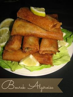 Algerian Bourek: Meat, olive and cheese filled pastry rolls, deep fried and serve with Chorba. Halal Recipes, Real Food Recipes, Cooking Recipes, Healthy Recipes, Tofu Recipes, Algerian Recipes, Algerian Food, Gnocchi, Ravioli
