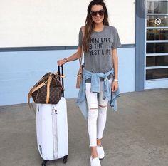 T shirt; camisa jeans; calça  jeans branca; alpargata; calça jeans.