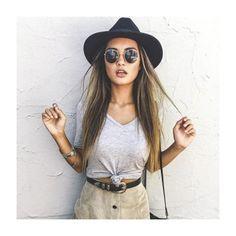 Truque de Styling: O nózinho na blusa pode dar um charme a mais na produção!   #moda #dica #style #styling #casual #fashion #itgirl #fashionblog #instablog #cool #instamood #love #quero #desejo #winter16 #inverno16 #trend #tendencia #amo