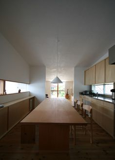 Tōyama House by Hitoshi Sugishita Architect and Associates Japanese Interior Design, Modern Interior, Interior Architecture, Living Room Interior, Home Living Room, Kitchen Interior, Future House, Casa Patio, Space Interiors