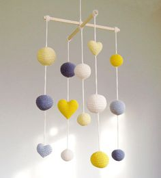 Crochet Balls/Hearts Baby Mobile - Grey/Yellow/Pale Yellow Balls mobile) - Boys/Girls room decoration Hanging mobile in babysBaby shower present? Crochet Balls/Hearts Baby Mobile by YarnBallStories on EtsyTrendy summer por Natasha J en EtsyLike this gorge Baby Girl Room Decor, Boy Girl Room, Baby Boy Rooms, Baby Decor, Girl Rooms, Baby Cribs, Girls Bedroom, Mobiles En Crochet, Crochet Mobile