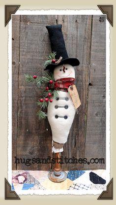 9013 - Primitive Snowman On Old Vintage Textile Bobbin