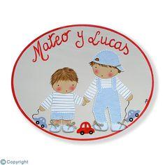 Placa de puerta personalizada: Hermanitos con sus juguetes (ref. 12161-03)