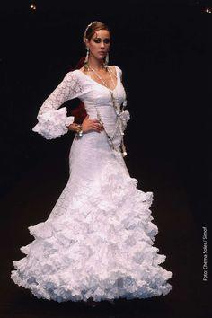 Trajes de Flamenca Moda Flamenca Gitana Flamenco Dresses, Flamenco Dancers, Spanish Wedding, Black White Red, Spanish Style, Dream Wedding Dresses, Bridal Looks, Adele, Designer Dresses