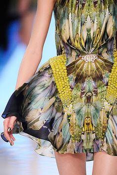 Alexander McQueen Plato's Atlantis collection Moda Animal, Fashion Pattern, High Fashion, Fashion Show, Butterfly Fashion, Versace, Fantasy Gowns, Fashion Details, Fashion Design